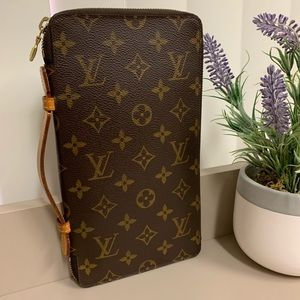 Louis Vuitton Travel Zippy Organizer